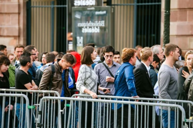 people waiting for apple new release